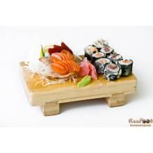 A4: 8 tempura makis et 6 sashimis(2 saumons, 2 thon, 2 daurades)    Tempura makis : maki frit.