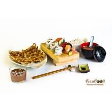 Menu Kan Food, c'est un repas complet, avec une entrée + un plat cru(Groupe A)+ un plat cuit(Groupe B) +un dessert , tous au choix.  prix emporté : 21 euros      Recommendé par chéf :  une entrée Vermicelles avec poulets épicés (gouteux mais pas pimenté)  +  A9: Un plateau de 4 sushis assortis avec 6 pièces de california saumon avocat  +  B7: Gyoza en 10 pièces (raviolis japonais grillés aux légumes et poulets)  +  Ananas flambés au saké et au caramel maison